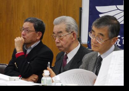 経友会の先輩も出席、左から甘田さん(S40) 、木村さん(S30)、塚本さん(S46)
