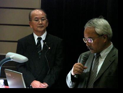 東講師を紹介する佐々木教授
