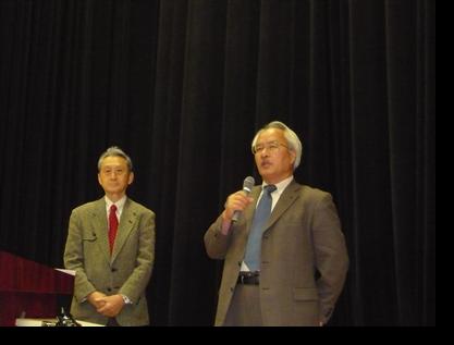 竹内講師を紹介する佐々木教授