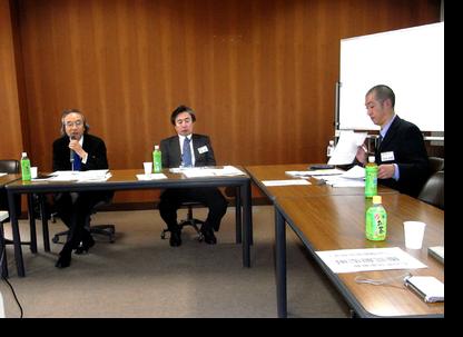 法谷氏の発表にコメントされる玉井教授 右端が論文発表された法谷氏