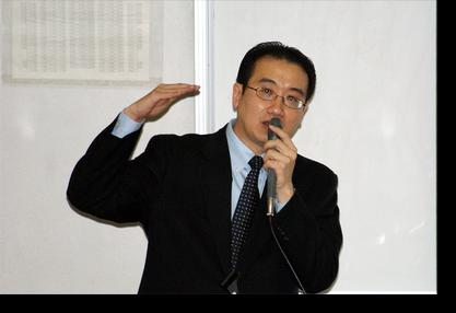 周人英講師